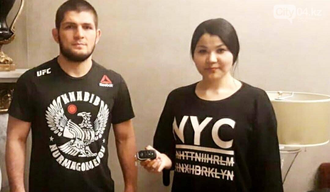 Хабиб Нурмагомедов подарил актюбинке автомобиль, фото-1
