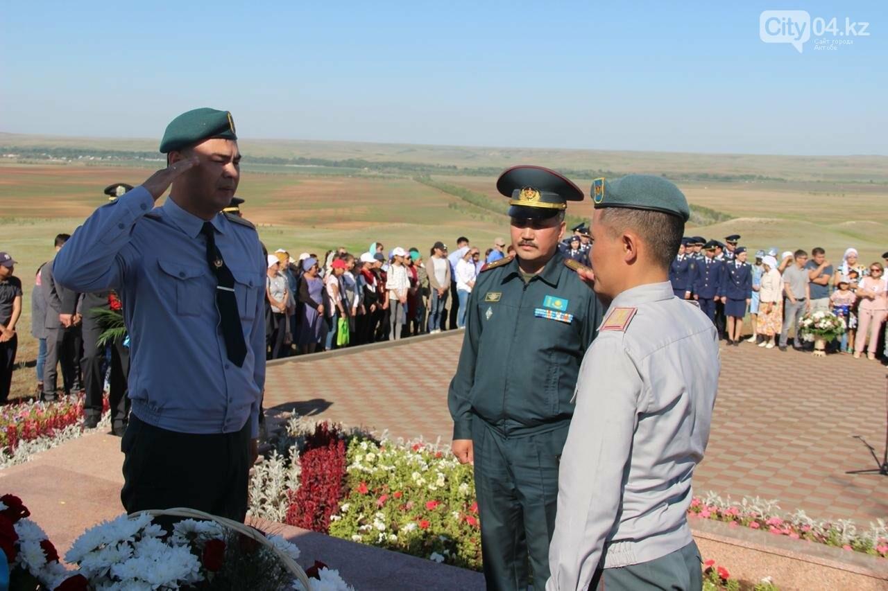 Военнослужащие Актюбинского гарнизона почтили память жертв политических репрессий, фото-1