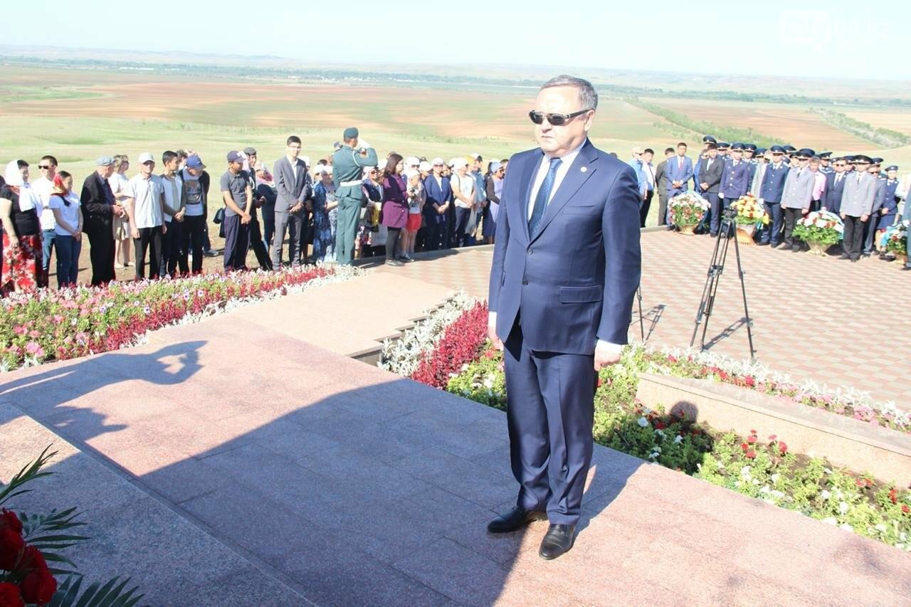 Военнослужащие Актюбинского гарнизона почтили память жертв политических репрессий, фото-6