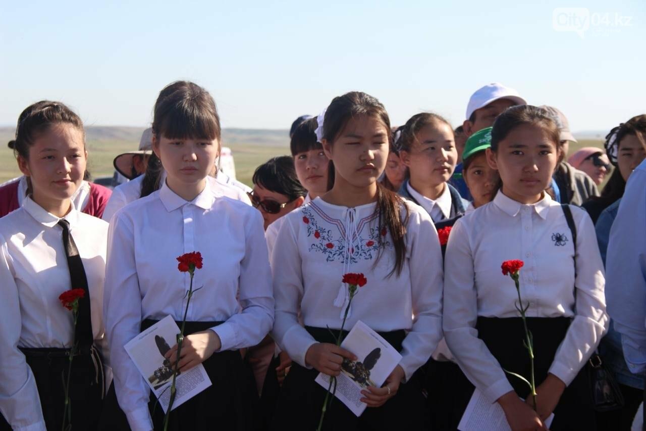 Военнослужащие Актюбинского гарнизона почтили память жертв политических репрессий, фото-4