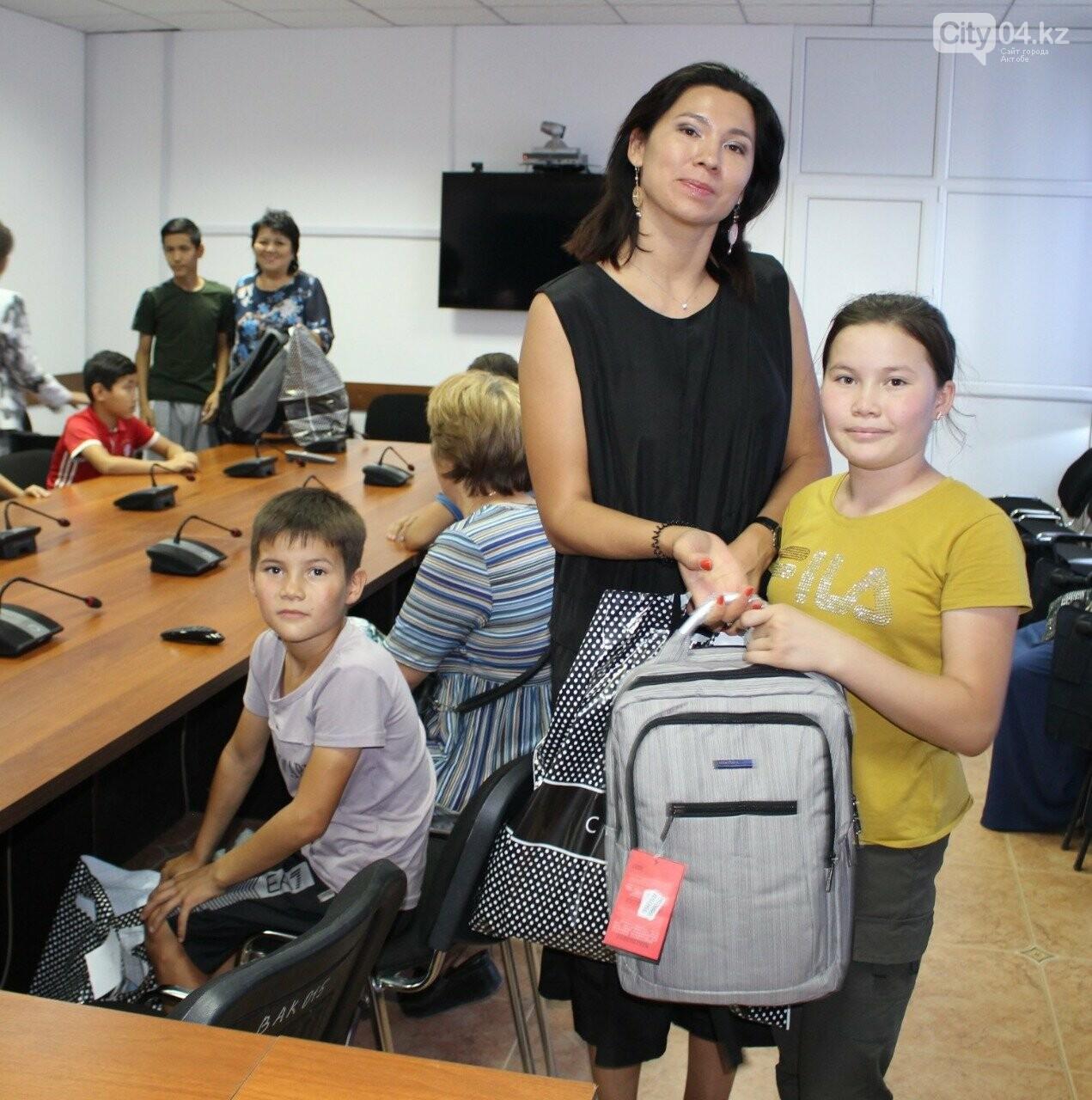 В Актобе Совет деловых женщин помог детям собраться в школу, фото-1