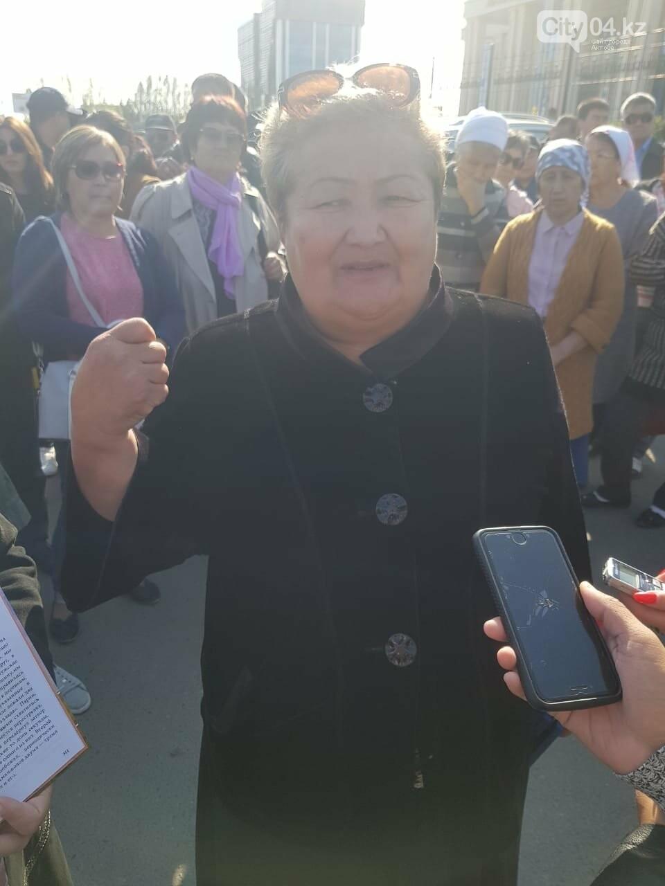 Родственники осужденных за пытки полицейских в Актобе протестуют у прокуратуры , фото-2