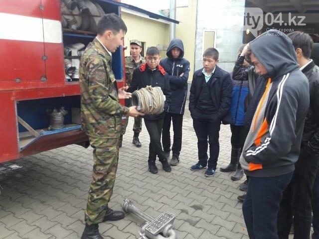 В честь Дня спасателя школьникам Бадамши устроили экскурсию в отдел ЧС, фото-2