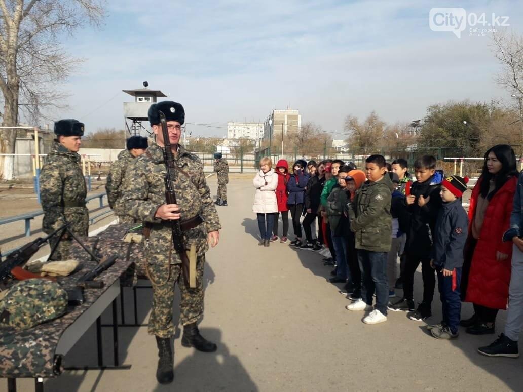 Актюбинские гвардейцы провели для школьников день открытых дверей, фото-1