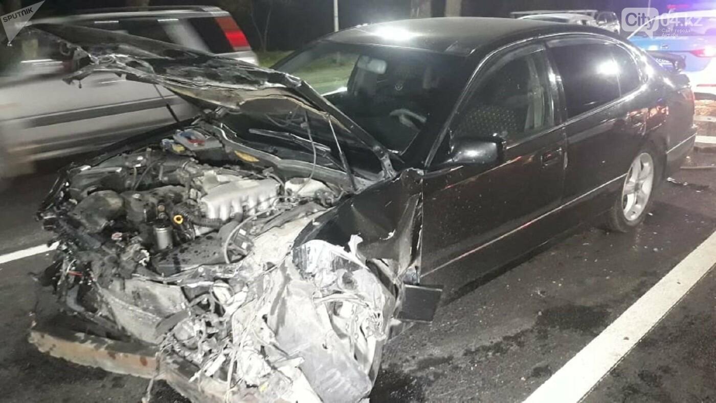В аварии со Скорой в Алматы пострадали фельдшер и пациентка, фото-1