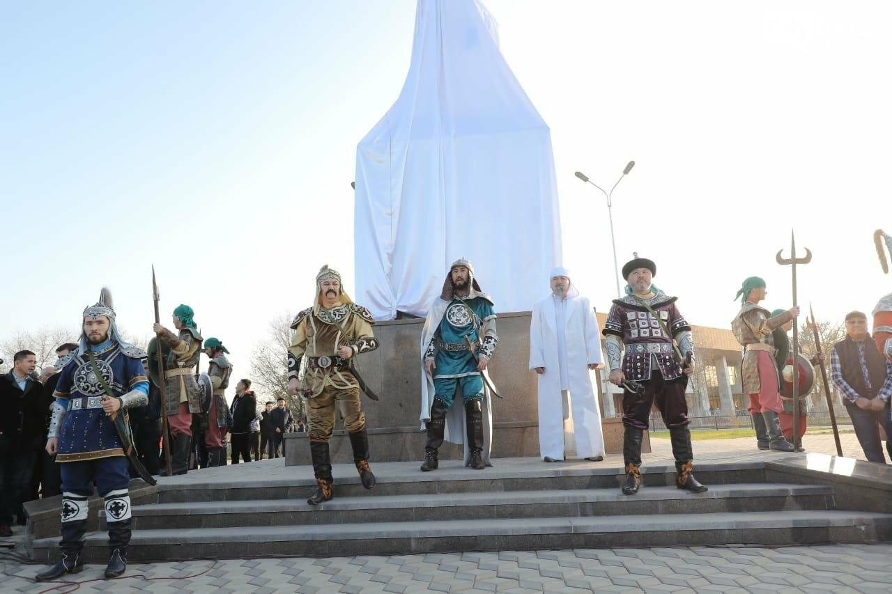 Памятник полководцу Жалантосу Бахадуру появился в Актобе, фото-1