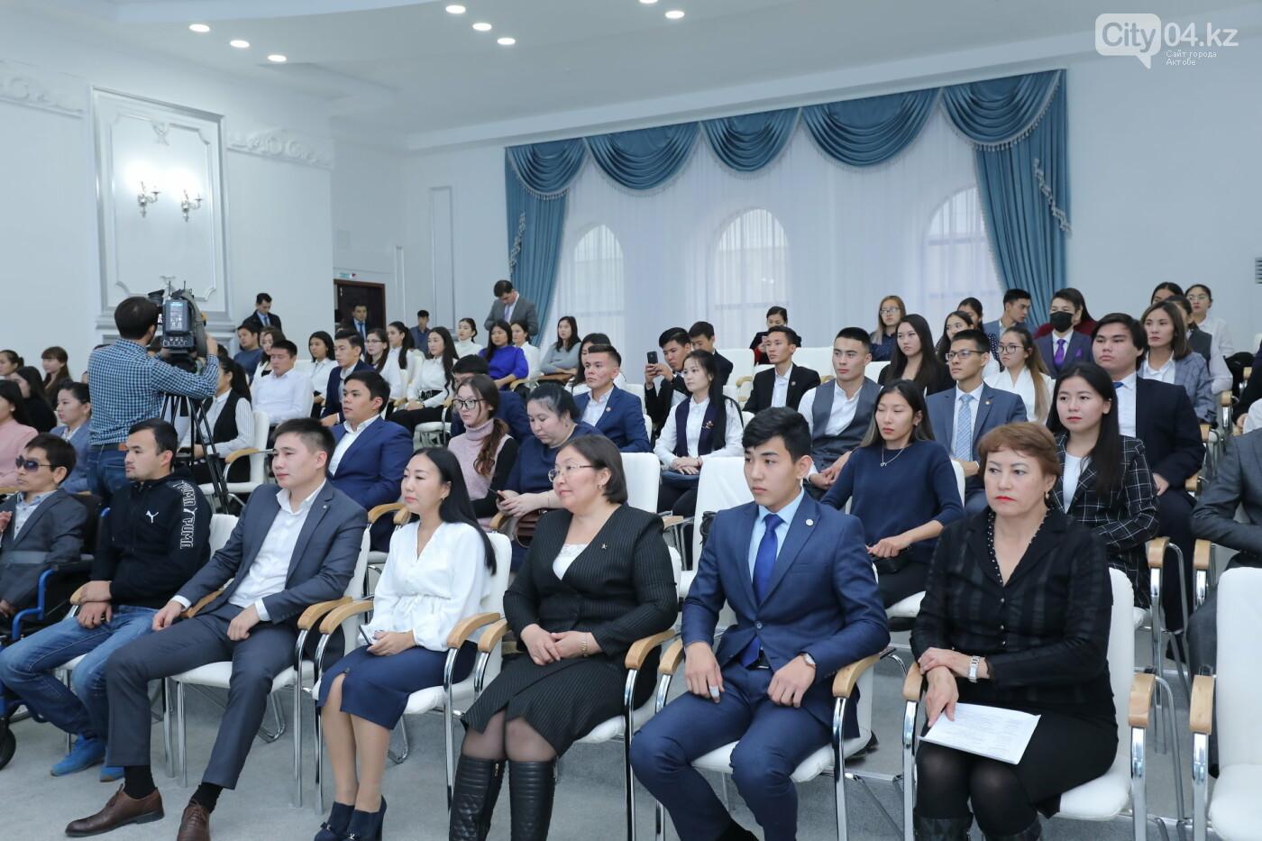 Сапарбаев в Актобе встретился с молодежью и посмотрел хоккейный матч, фото-1