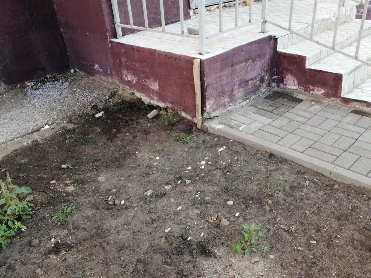 """Жильцы дома по программе """"Нурлы жол"""" в Актобе ищут управу на строителей , фото-1"""