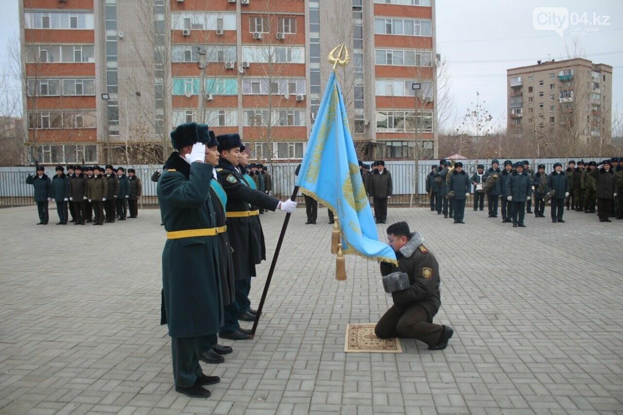 Сотрудники Актюбинского ДЧС торжественно проводили командира, фото-2