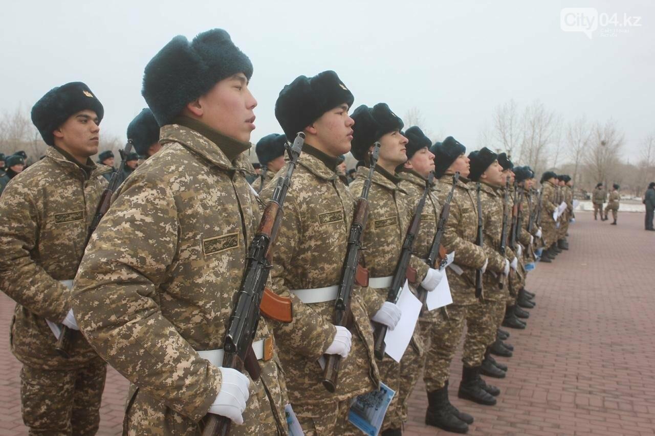 В День Первого президента 100 солдат срочной службы приняли присягу в Актобе, фото-1