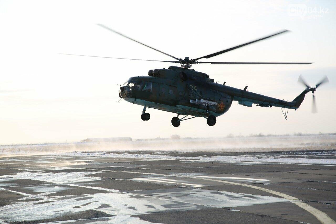 """Слепые"" полеты на вертолете отработали летчики ВИСВО, фото-2"