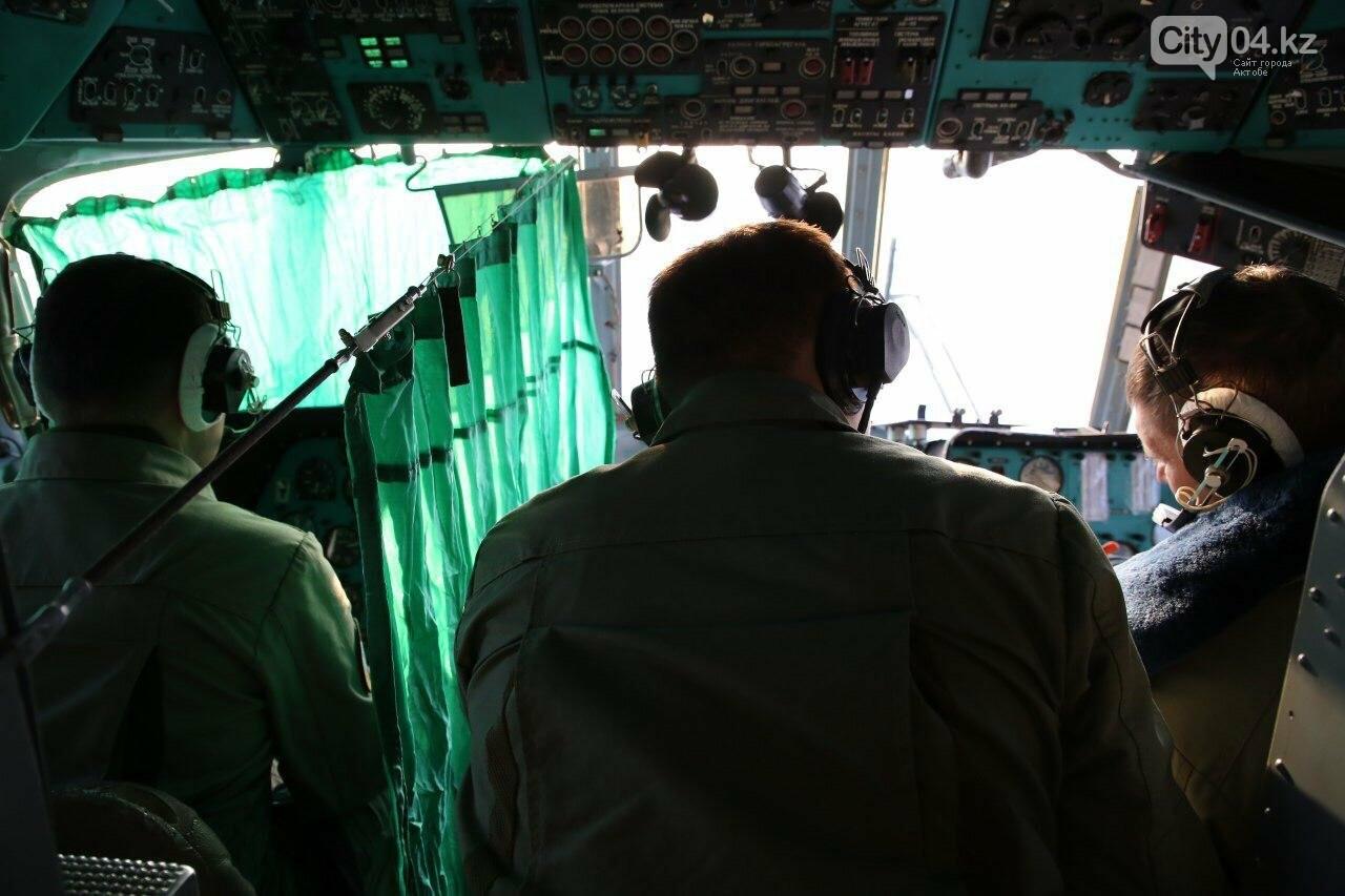 """Слепые"" полеты на вертолете отработали летчики ВИСВО, фото-1"