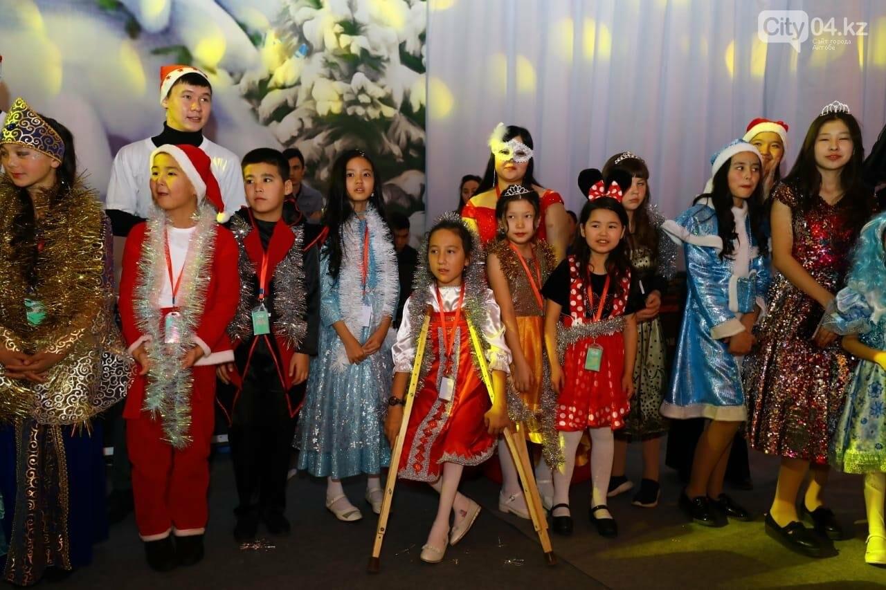 На елке акима в Актобе побывали более 200 ребят, фото-4