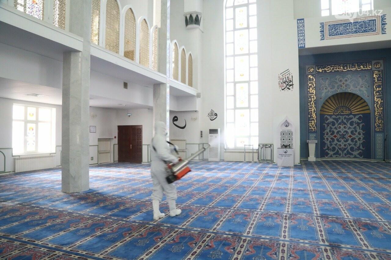 В мечетях Актобе проводят дезинфекцию, фото-1